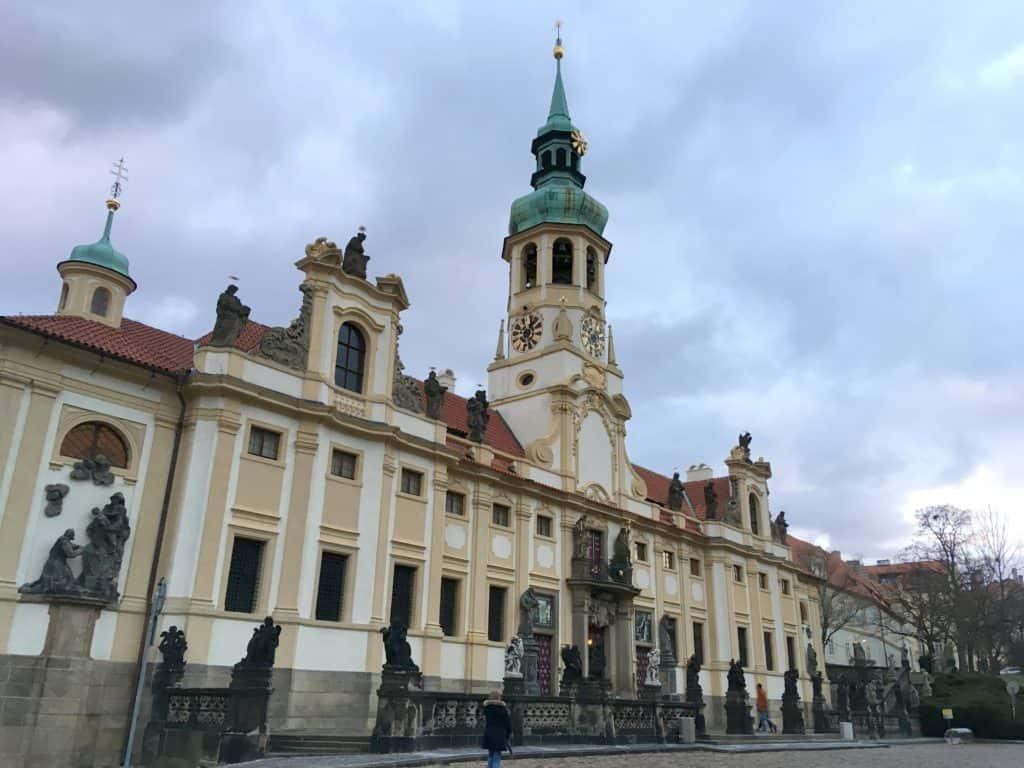 Slevy v Praze pro rodiny s děmi: jak ušetřit v Praze