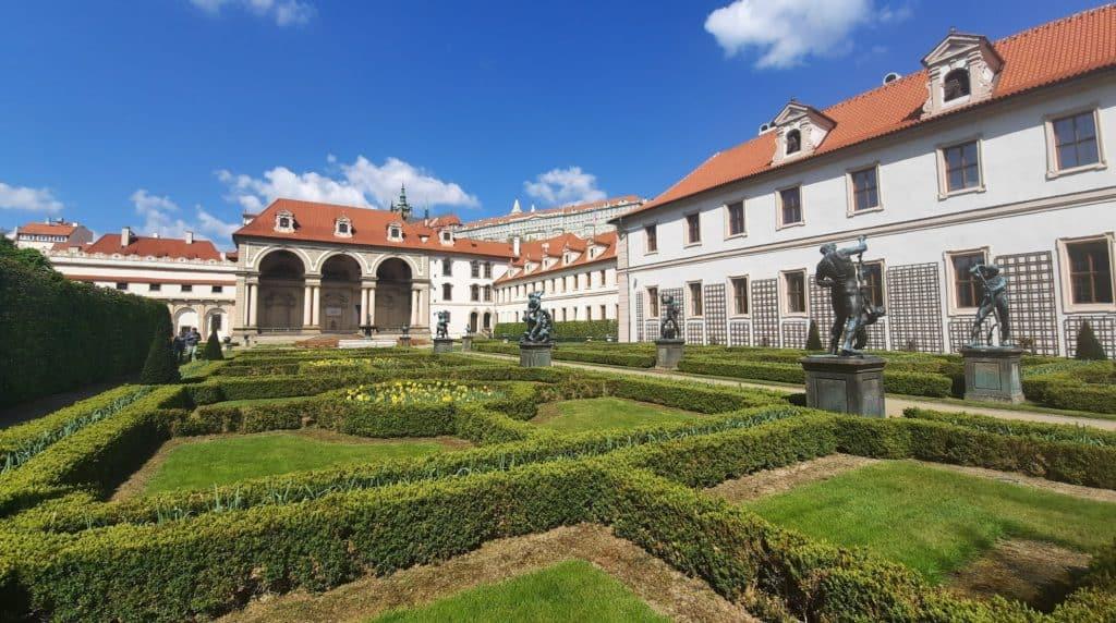 Kam s dětmi v Praze: Valdštejnská zahrada, hledačka zdarma: Najdi a spočítej: Valdštejnská zahrada